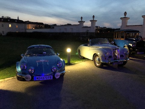 Abendstimmung mit Wake Up Events Alpine A110 im Augarten